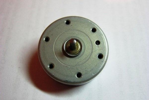 Моторчик от старого магнитофона