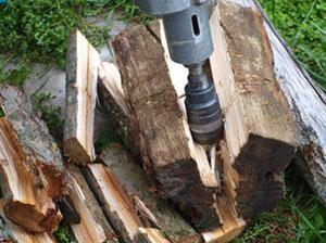 Раскол дров перфоратором с конусной насадкой