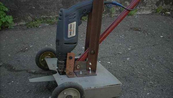 Электрическая газонокосилка из дрели