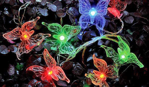 гирлянда бабочки в саду
