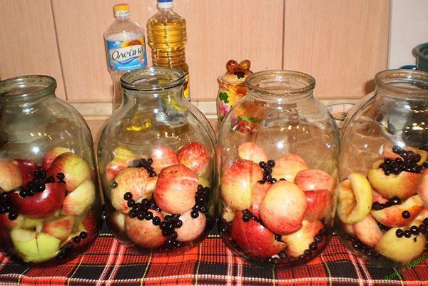 наполняем банки фруктами