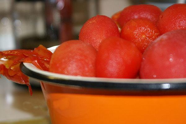 очистить кожу с помидор