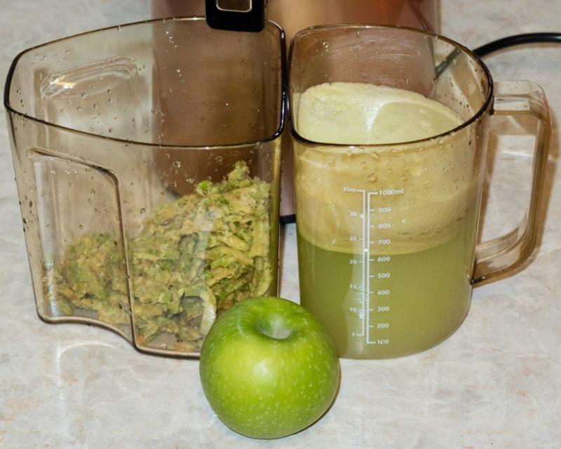 прокрутить яблоки через соковыжималку