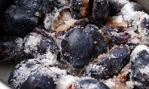 засыпаем плоды сахаром