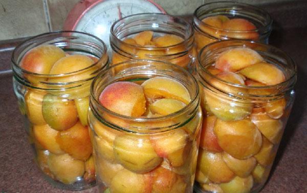 наполнить банки абрикосами