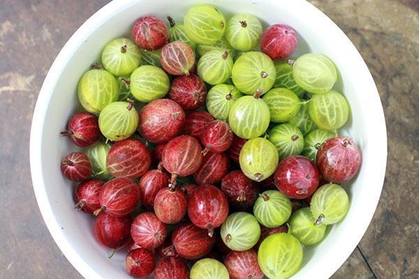 вымыть ягоды