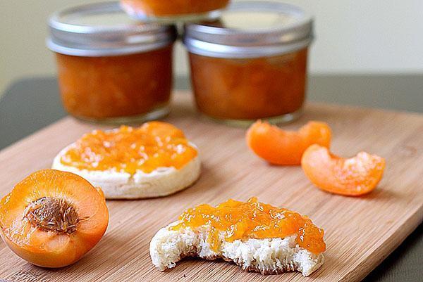 десерт из абрикос и апельсинов