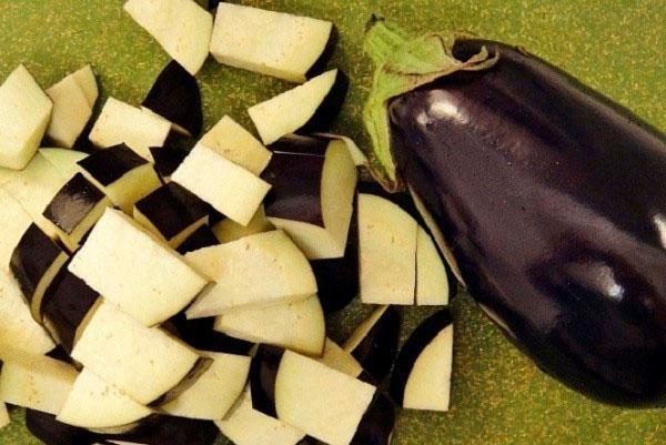 измельчаем баклажаны