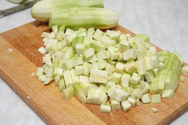 мелко порезать овощи