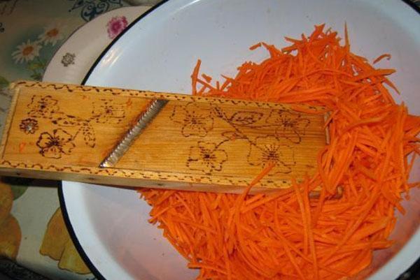 морковь на специальной терке