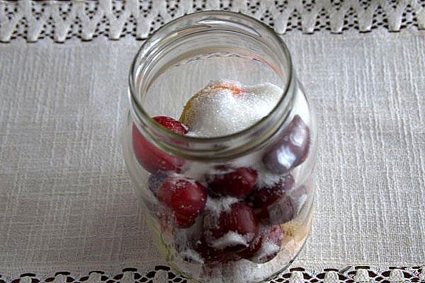 насыпать сахар