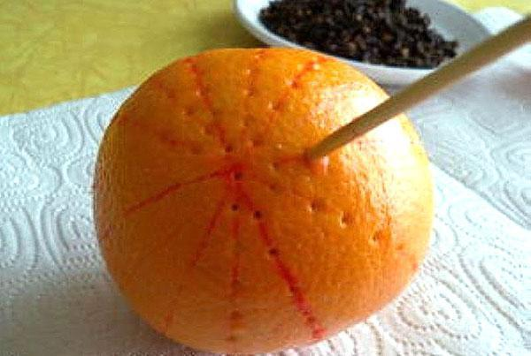 проколоть мандарины