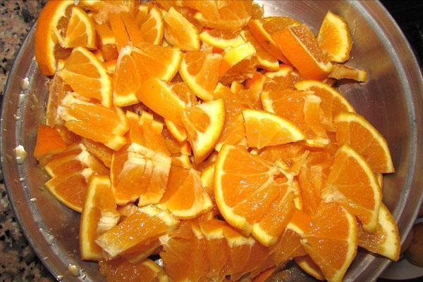 разрезать апельсины