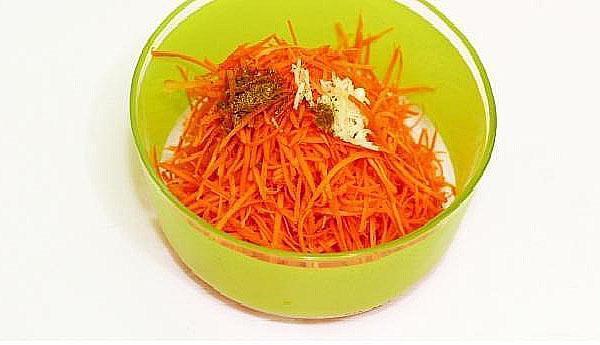 заправить морковь специями