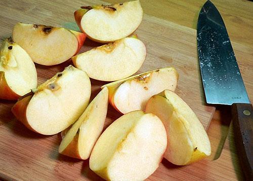 подготовить яблоки для компота