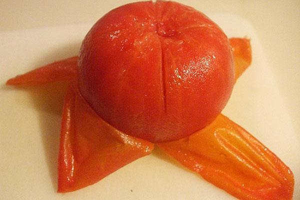 почистить помидор