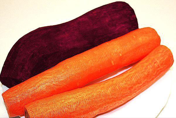 помыть и почистить морковь и свеклу