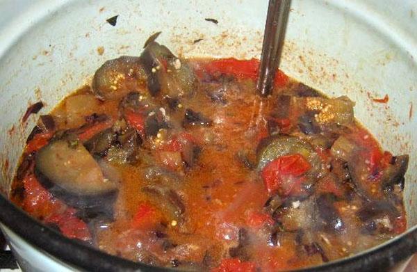 варить салат в томатной пасте