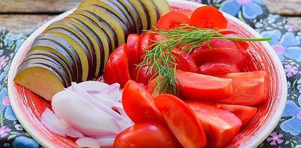нарезать овощи крупными кусками