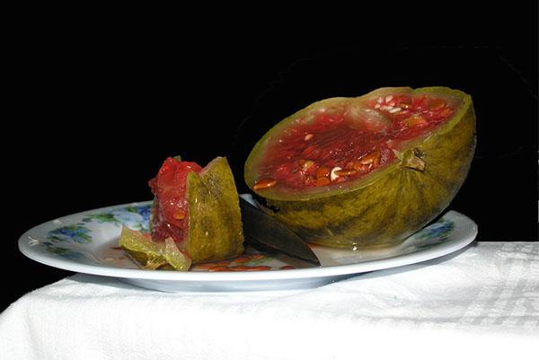 соленый в бочке арбуз
