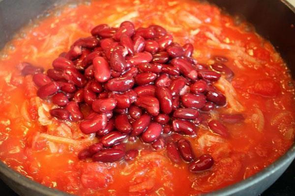добавить к овощам фасоль и тушить