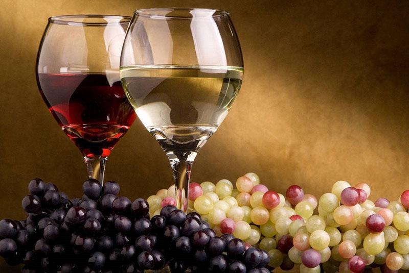 ароматное вино из разных сортов винограда