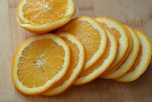 кольцами нарезать апельсин