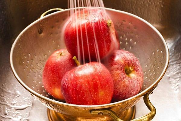 помыть яблоки для компота