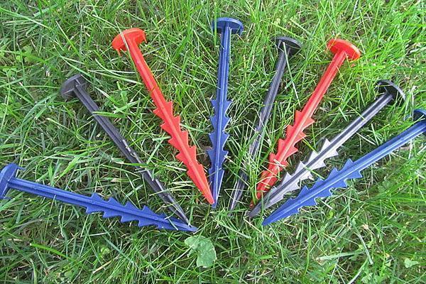 пластиковые садовые колышки