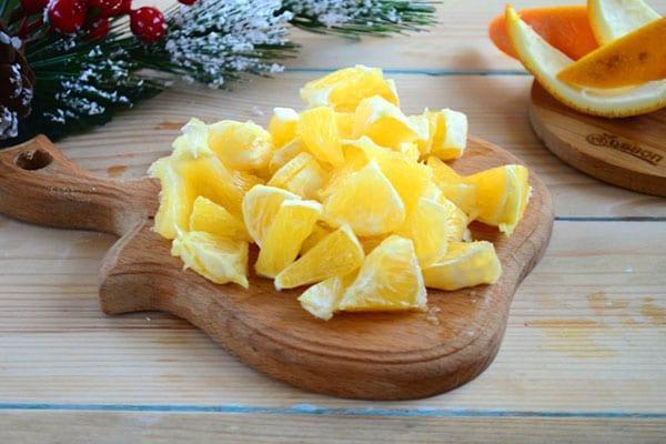 нарезанные для варенья апельсины