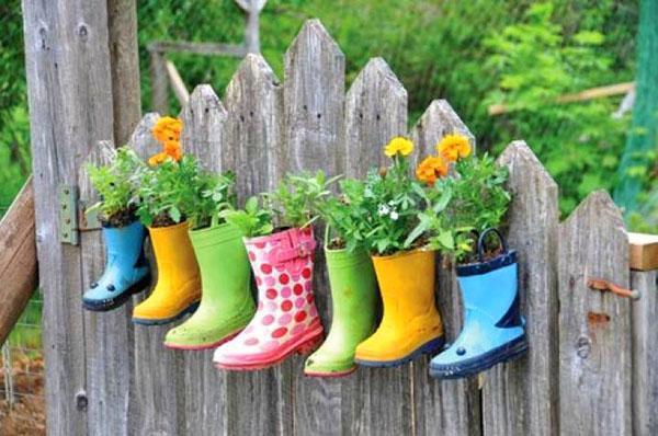 цветочные горшки из детской обуви
