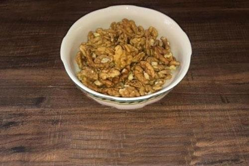 почистить грецкие орехи