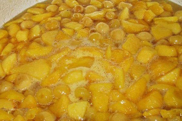 варить персики, черешню с сахаром
