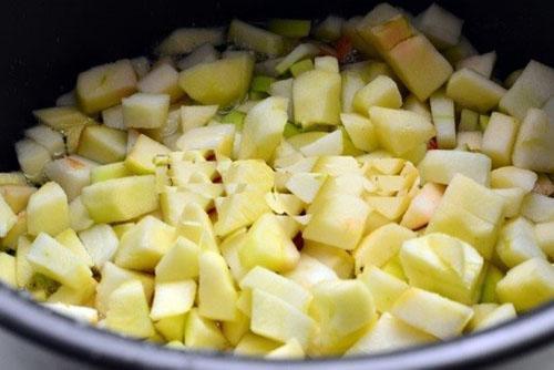 добавить яблоки в мультиварку