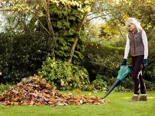 уборка листвы садовым пылесосом