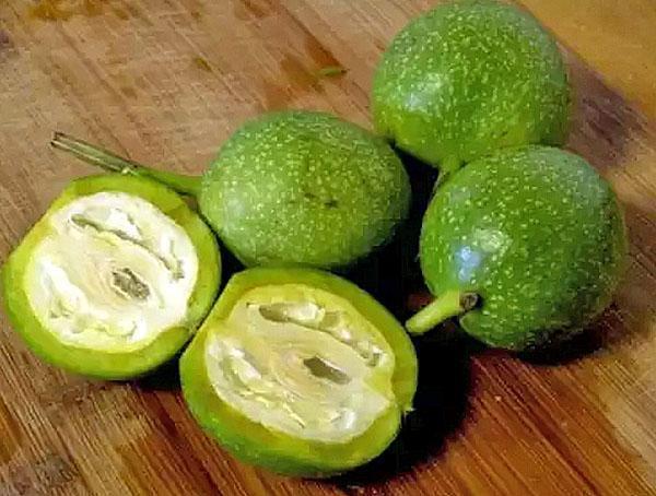 зеленые грецкие орехи для спиртовой настойки