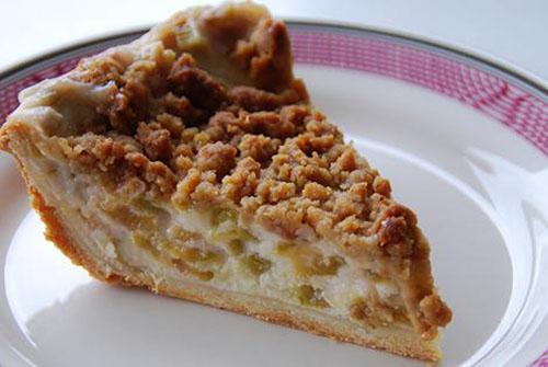 пирог с ревенем и добавлением корицы