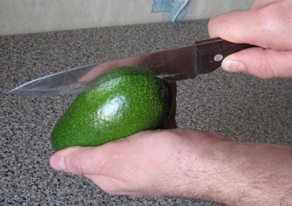 разделить плод пополам