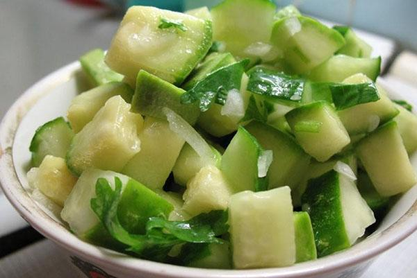 салат из огурца и авокадо