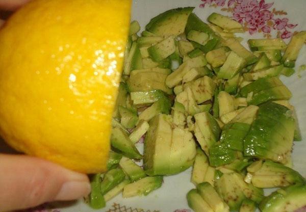 авокадо полить лимоном