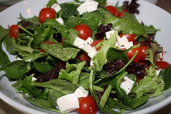 салат с базиликом