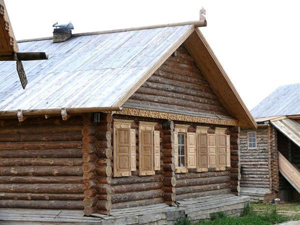 двускатная деревянная крыша