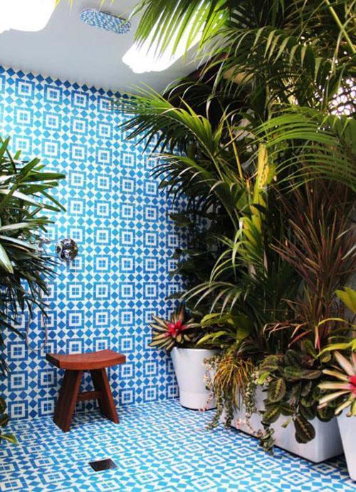облицовка стены дома и пола душа плиткой