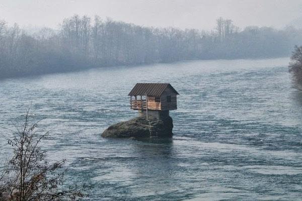 дом на реке Дрина