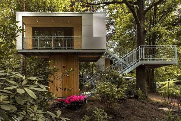 домик на высоте в стиле хай-тек