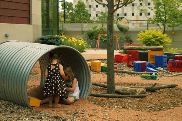 безопасный пластик для детской площадки
