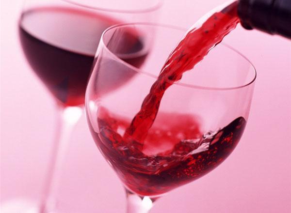 дегустируем вино из ежевики