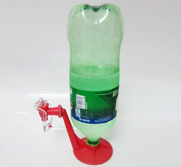 подставка-кран для пластиковых бутылок