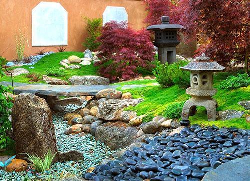 японский сад и сухой ручей