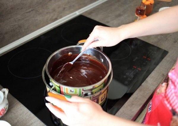 добавляем сахар и какао